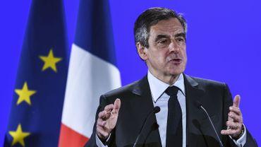 """François Fillon se plaint d'une """"chasse à l'homme"""" et s'en prend aux journalistes"""