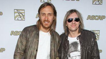Fred Rister, lunettes noires, à côté de David Guetta