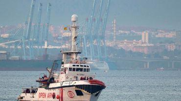 Le bateau de l'ONG Proactiva Open Arms approche du port d'Algésiras, dans le sud de l'Espagne, le 28 décembre 2018
