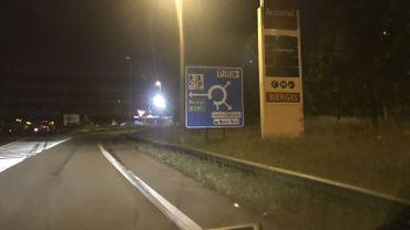Les conducteurs de camions de plus de 3 tonnes et demi devront trouver un autre parking que celui de Bierges pour passer la nuit quand ils remontent l'E411 en direction de Bruxelles. L'aire autoroutière leur sera fermée jusqu'au 6 août.