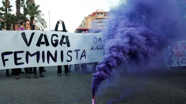 Une grande rue de Barcelone bloquée par une manifestation féministe le 8 mars 2019 à l'occasion de la Journée de la femme