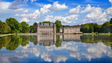 Devenez seigneur le temps d'une balade entre fontaines, bassins et sculptures anciennes autour du Château de Beloeil.
