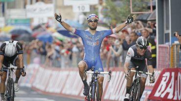Bouhanni remporte une 4ème étape chaotique à Bari