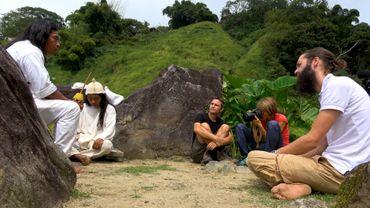 """Nous voyageons en mode """"Hors des sentiers battus"""" depuis 6 mois, reporters-voyageurs à la découverte de peuples isolés."""