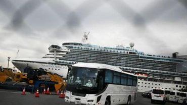 Coronavirus: le Japon commence à évacuer des passagers âgés du bateau en quarantaine