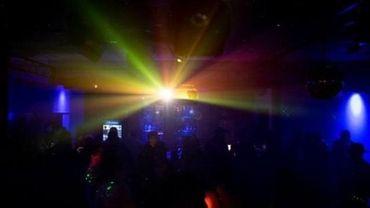Zurich: 300 fêtards en quarantaine après un passage en discothèque