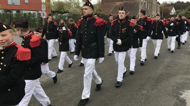 Jeunes et vieux, flamands et wallons, participent à la procession