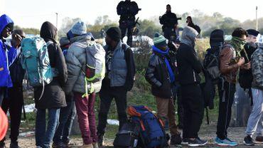 """Jungle de Calais: le sort des réfugiés encore dans la """"Jungle"""" incertain"""