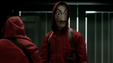"""Muni d'une arme à feu et d'un masque à l'effigie de Salvador Dali, commedansla série Netflix """"La Casa de Papel"""", l'individu a menacé des élèves dans une classe et a exigé d'emporter leurs plumiers."""