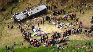 398fc02dca5 Pérou  un camion tombe dans un ravin