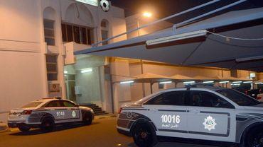 Des voitures de police, le 28 aôut 2016 devant le siège de la fédération koweïtienne de foot