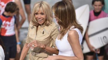 Brigitte Macron, en compagnie de la Première Dame américaine Melania Trump, lors du sommet du G7 à Biarritz.