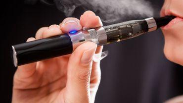 En 2016, 3,9 millions des jeunes américains fumaient des cigarettes ou vapotaient l'an dernier contre 4,7 millions l'année précédente.