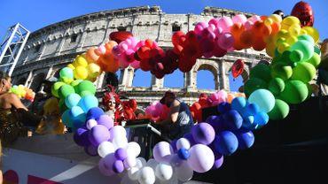 Des milliers de personnes ont participé samedi à Rome à la Gay Pride.