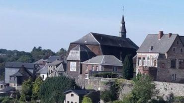 L'église du Mont-Carmel surplombe les jardins suspendus