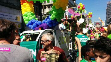 Le char d'Ecolo et Groen en position pour la Gay Pride