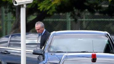 Le président brésilien Michel Temer quitte la résidence officielle du Palais Jaburu vers le palais Planalto à Brasilia, le 19 mai 2017