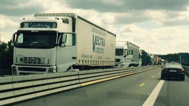 De nouvelles mesures seront mises en œuvre dès vendredi sur le chantier de réhabilitation de l'autoroute E411 entre Daussoulx et Beez (illustration).