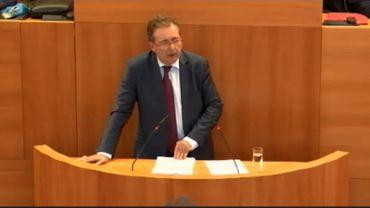 Le ministre président Rudi Vervoort, ce vendredi, au perchoir du Parlement bruxellois.