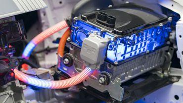 Les batteries rechargeables de voitures électriques fonctionnent aujourd'hui avec les cellules lithium-ion.