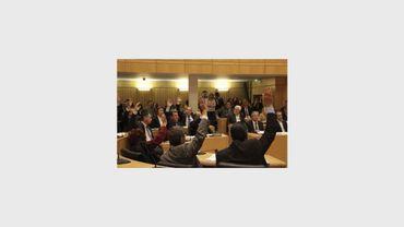Les députés chypriotes votent le 19 mars 2013 à Nicosie contre le plan de sauvetage de l'UE