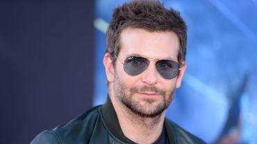 """Bradley Cooper a démarré sa carrière dans les séries télévisées, en jouant par exemple aux côtés de Jennifer Garner dans """"Alias"""""""