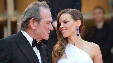 A Cannes, Tommy Lee Jones, acteur et réalisateur et Hilary Swank, l'héroïne de The Homesman