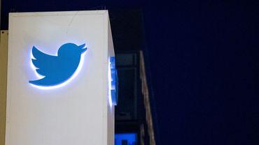 Le logo de Twitter pris en photo le 4 novembre 2016 au siège de la compagnie à San Francisco, en Californie