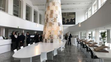 Un espace lumineux et épuré pour la nouvelle salle de lecture des journaux