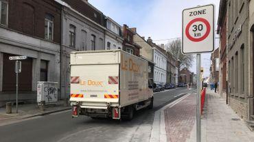 Des aménagements ont été réalisés pour marquer l'entrée dans la zone 30, comme ici à la rue de la Station.