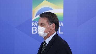"""Bolsonaro demande aux Brésiliens d'affronter le coronavirus """"la tête haute"""""""