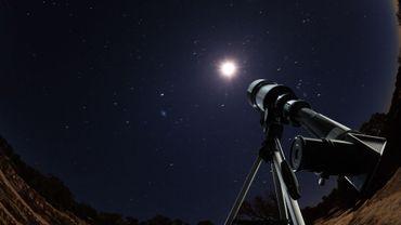 Panique astronomique face à la constellation de satellites de SpaceX dans le ciel