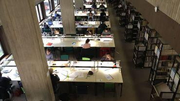 Les bibliothèques se remplissent vite en période de bloque. Il existe maintenant une application smartphone pour connaître le taux d'occupation des bibliothèques.