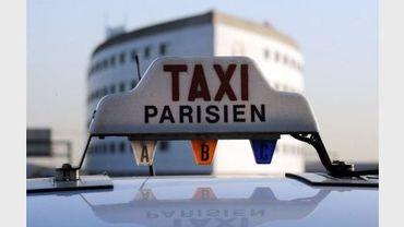 Une enseigne de taxi à l'aéroport de Roissy