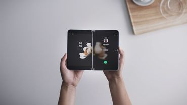 Microsoft présente Surface Duo, un smartphone inédit à double écran.