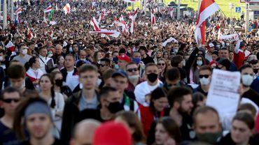 Des dizaines de milliers de manifestants à nouveau dans les rues, la colère ne s'estompe pas en Biélorussie