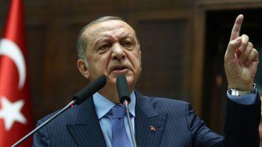 """Turquie: des milliers d'internautes turcs disent """"ça suffit"""" à Erdogan sur Twitter"""