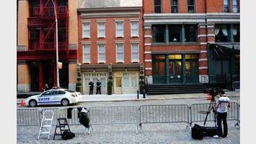 Un caméran est installé  devant la maison où réside Dominique Strauss-Kahn à New York, le 26 mai 2011