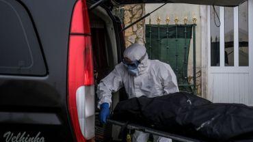 Coronavirus au Portugal: les pompes funèbres débordées par une troisième vague très virulente