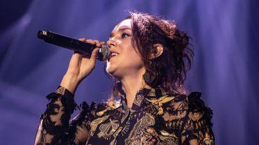 La chanteuse Zaz fait monter sur scène les responsables d'une association liégeoise aux Francofolies de Spa