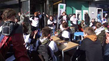 Bruxelles: des activistes dérobent des meubles à BNP Paribas Fortis