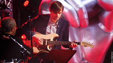 Matthew à la guitare