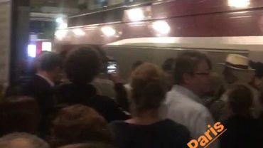 Plusieurs centaines de passagers bloqués.