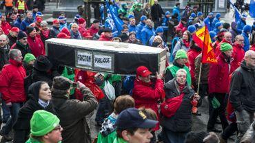 Manifestation des fonctionnaires contre la politique d'Hendrik Bogaert (archive)