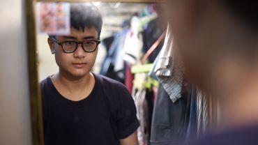 Chalit Pongpitakwiset, en cours de traitement pour devenir un homme, chez lui à Bangkok, le 14 janvier 2016