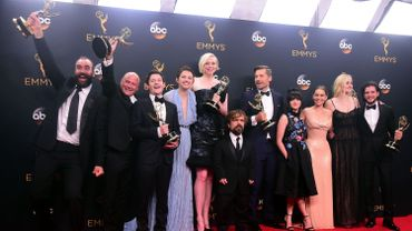 En 2016, l'équipe de Game of Thrones posait avec la récompense de meilleure série dramatique..