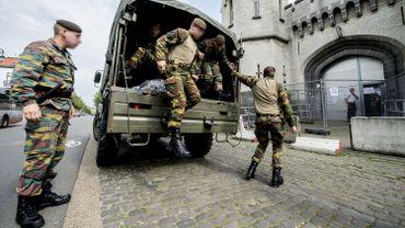 120 militaires en rotation répartis dans les prisons bruxelloises et wallonnes