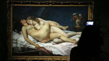 """Peinture de Gustave Courbet, """"Le Sommeil"""", présentée lors de l'exposition """"Sade, attaquer le soleil"""""""