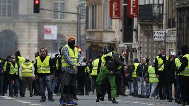Des gilets jaunes à Paris lors de la dernière manifestation dans la capitale française, le 5 janvier 2018