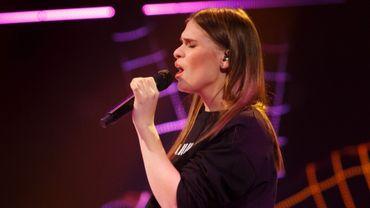 """The Voice Belgique : Typh Barrow """"profondément touchée"""" sauve Cloé"""